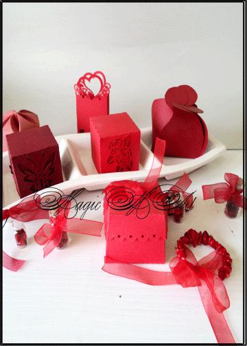Сватбени подаръчета и украса в червено- charmybride.com