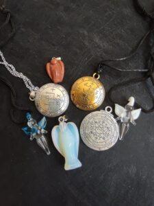 Медальони и колиета за магия и късмет
