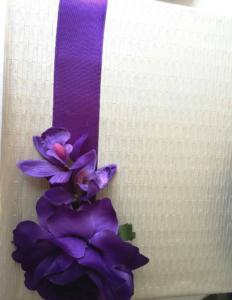 Сватбена книга за гости с тъмно лилави рози и орхидеи серия Purple Passion