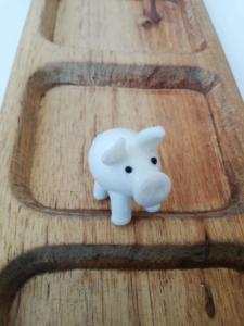 Фън Шуй сувенир за годината на земното прасе - ръчна изработка от стъкло
