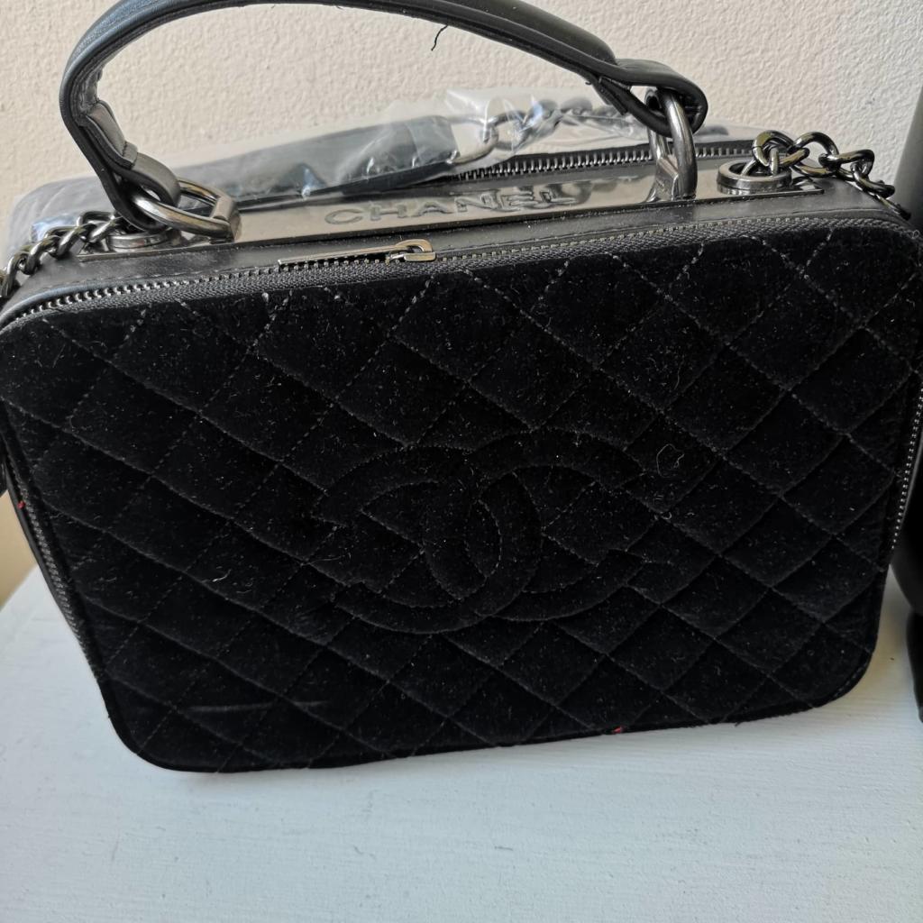 Луксозна дамска чанта Шанел от велур и кожа