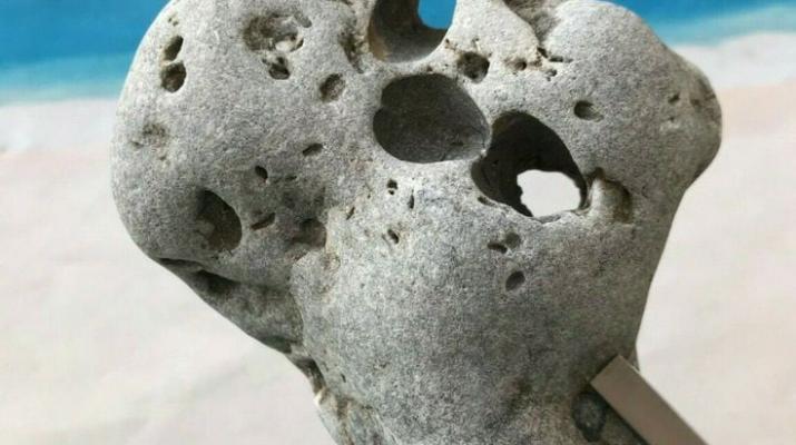 Значение на къмък с дупка