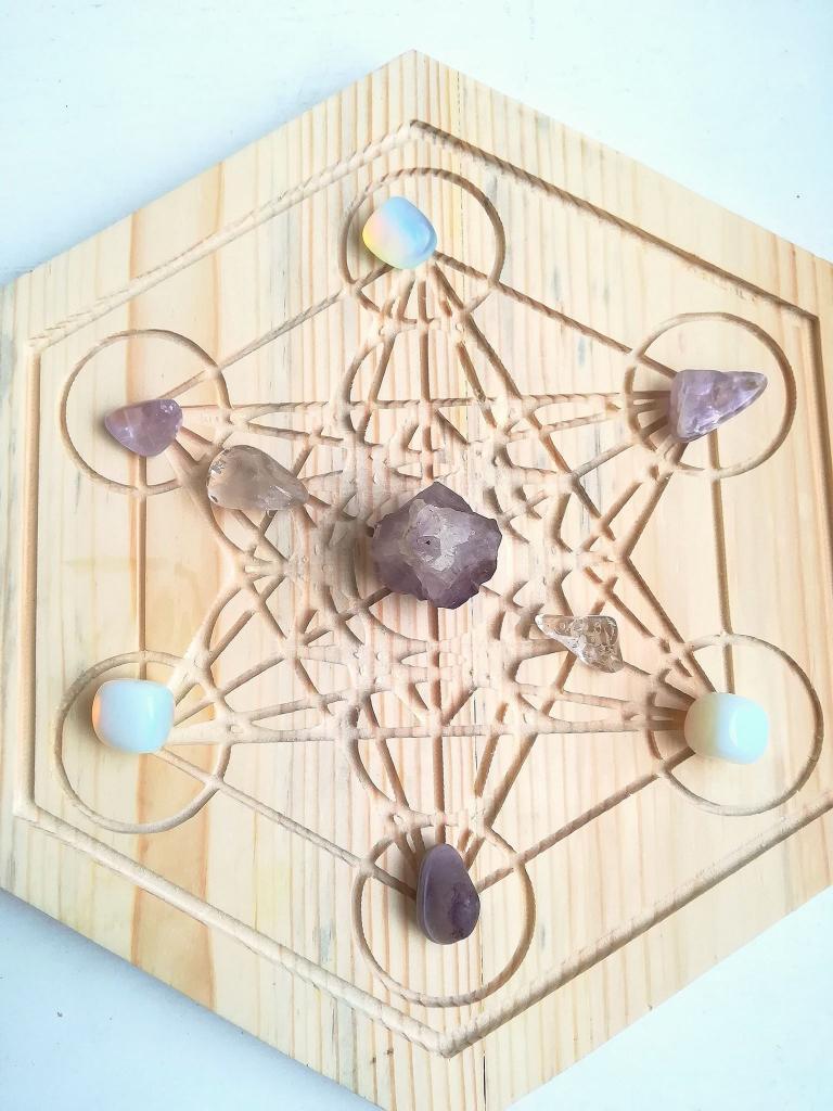 Кристална решетка за късмет и спокойствие с аметист, лунен камък и планински кристал