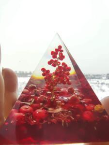 Пирамида оргонит с корал за любов - дървото на любовта размер XL