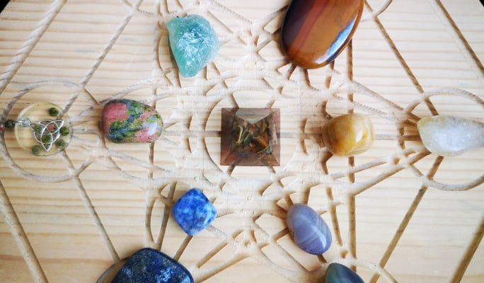 Полускъпоценни камъни за зодия Дева